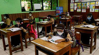 ارتفاع إصابات كورونا بين أطفال إندونيسيا مع تفاقم الأزمة