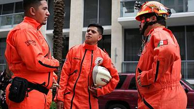 """""""Los Topos"""" de México se quedan esperando a poder ayudar en el rescate del edificio de Miami"""
