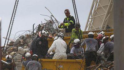 Se eleva a 18 el número de muertos por el derrumbe del edificio en Florida