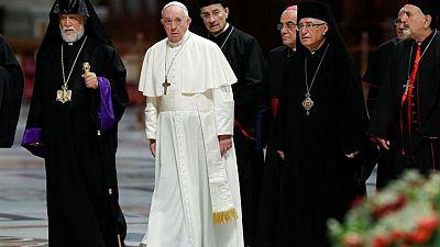 البابا يحث زعماء لبنان على التخلي عن المصالح الحزبية وإصلاح البلاد