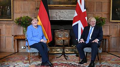 رئيس وزراء بريطانيا يناقش قواعد السفر مع المستشارة الألمانية