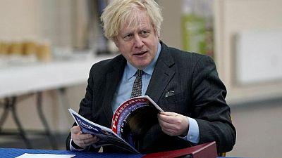 """El primer ministro británico dice que la vacuna AZ hecha en India debería aceptarse en el """"pasaporte COVID"""""""
