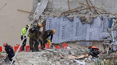 Equipos de búsqueda hallan otros dos cuerpos, cifra muertos por colapso edificio Florida sube a 20