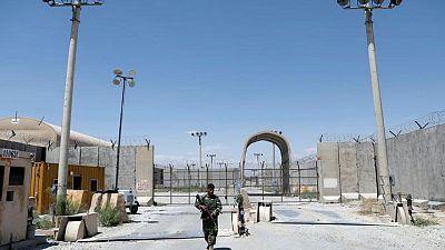 عهد انتهى وأفق غامض مع انسحاب القوات الأمريكية من قاعدة باجرام الأفغانية