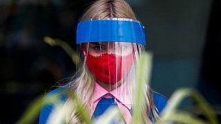 روسيا تسجل 24471 إصابة و796 وفاة جديدة بكوفيد-19