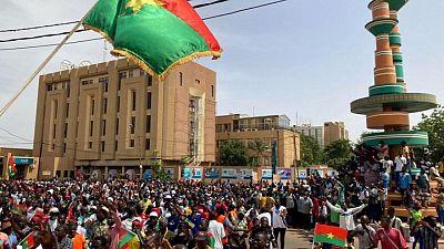 آلاف في بوركينا فاسو يحتجون على هجمات المتشددين
