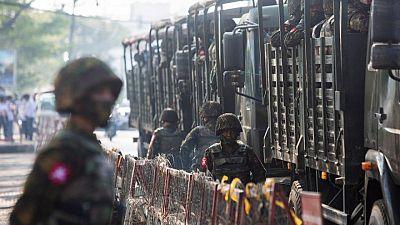 وسائل إعلام وسكان: قوات الأمن في ميانمار تداهم بلدة وتقتل 25