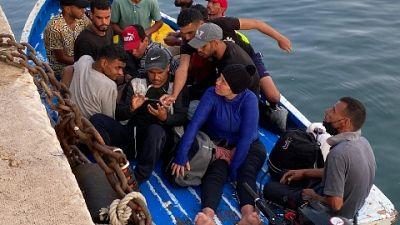 Approdati altri 12 tunisini, nell'hotspot 260 dopo trasferimenti