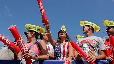 الأمريكيون يحتفلون بعيد الاستقلال ويحاولون التعافي من كورونا