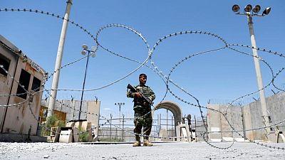 Cientos de efectivos de seguridad afganos huyen a Tayikistán ante el avance de los talibanes