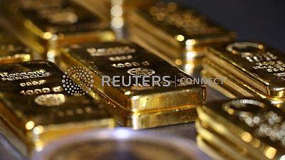 الذهب يقترب من 1800 دولار مع توقف مكاسب الدولار