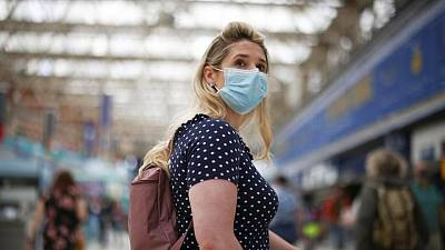 زيادة 53 بالمئة في إصابات كوفيد-19 ببريطانيا في الأسبوع المنصرم