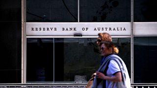 El banco central australiano podría dar marcha atrás a la reducción de estímulos