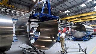 METALES BÁSICOS-Aluminio sube por débil suministro de China, escasez en EEUU