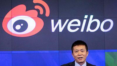 """EXCLUSIVO-Presidente de Weibo negocia con firma estatal privatización del """"Twitter chino"""": fuentes"""