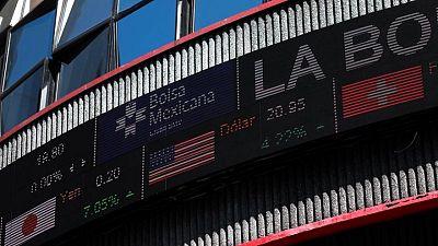 MERCADOS A.LATINA-Monedas y acciones bajan; inversores aguardan por minutas de la Fed