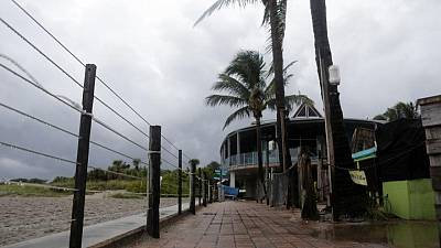 العاصفة المدارية إلسا تشتد في طريقها إلى فلوريدا