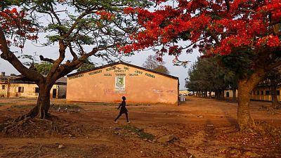Más de 120 estudiantes siguen desaparecidos tras el asalto a una escuela nigeriana