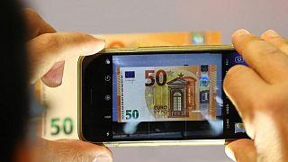 FOREX-Euro se mantiene cerca de máximo de un mes tras alza de inflación