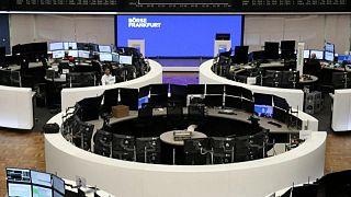 Acciones europeas suben por rebote de sector materias primas, alza de tecnológicas