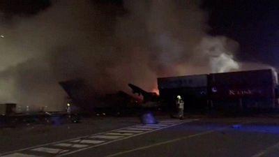 إطفاء حريق في سفينة حاويات بميناء جبل علي في دبي