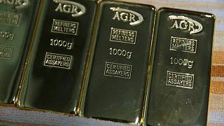 أسعار الذهب تتراجع مع صعود الدولار