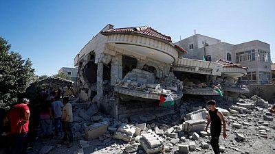 إسرائيل تهدم منزل عائلة فلسطيني تشتبه في أنه نفذ هجوما بالرصاص