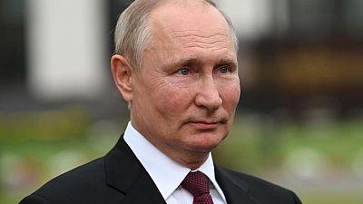 بوتين يرفع الحظر عن رحلات الطيران العارض لمصر بعد 6 سنوات من تحطم طائرة