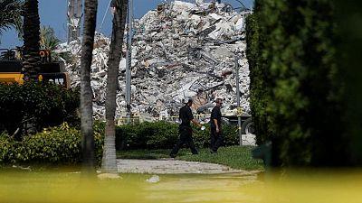 Bomberos de Florida terminan búsqueda de restos del edificio que se derrumbó en el área de Miami