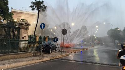Intervento sul posto dei vigili del fuoco, indaga polizia locale