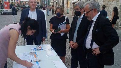 Lo hanno fatto a Perugia, davanti al Tribunale