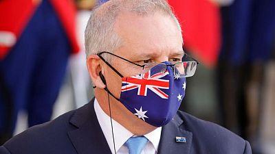 El primer ministro australiano aprueba la oferta de cervezas para vacunados en un pub de Melbourne