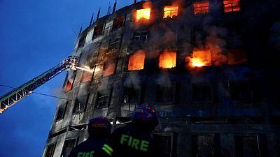 مقتل 52 في حريق بمصنع للعصائر في بنجلادش ومخاوف من حصار كثيرين