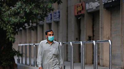 السلطات الباكستانية توصى بحظر السفر لمن لم يتلقوا لقاح الوقاية من كوفيد-19