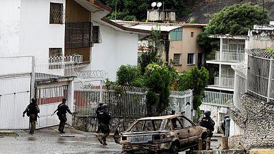 Gobierno de Venezuela dice que choques entre bandas y policías dejan 26 muertos y 38 heridos