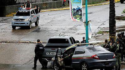 Zusammenstöße zwischen Polizei und Caracas-Bande hinterlassen 26 Tote, sagt Venezuela
