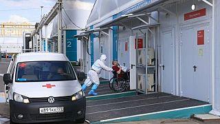 روسيا تسجل 25033 إصابة و749 وفاة جديدة بكوفيد-19
