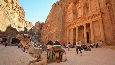 الأردن يرى أملا في انتعاش السياحة بعد انهيارها في 2020