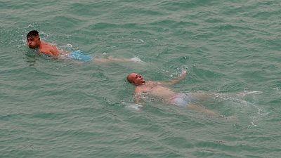 الإسبان يعانون من أول موجة حارة مع وصول الحرارة 44 درجة مئوية