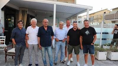 Gruppo amici Mancini in pizzeria 'rito' per seguire la finale