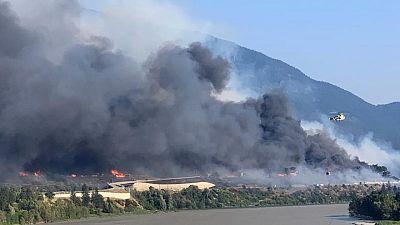 كندا تأمر بفرض قيود على حركة القطارات لتقليص خطر اشتعال حرائق الغابات