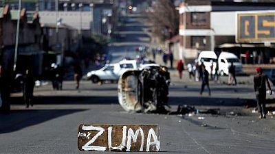 جنوب أفريقيا تنشر الجيش لإخماد اضطرابات لها علاقة بسجن زوما
