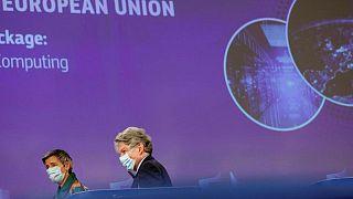 La UE suspende su proyecto de tasa digital ante la presión de EEUU