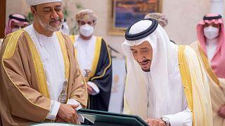 Arabia Saudita y Omán piden cooperación petrolera continuada entre OPEP y aliados
