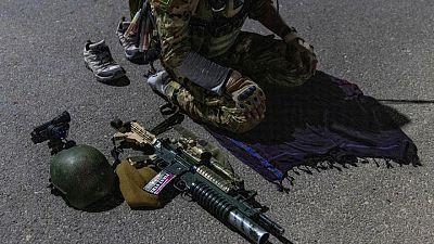 مقاتلون من طالبان يذوبون وسط الظلام قبل أن تطبق القوات الخاصة عليهم