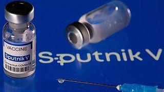 La vacunación en India se retrasa por la escasez de la segunda dosis de Sputnik V
