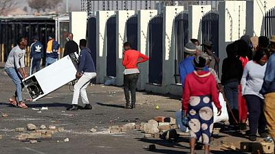 Looting, violence grips South Africa after Zuma court hearing