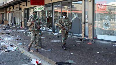 انتشار أعمال النهب والعنف في جنوب أفريقيا مع تصاعد الاحتجاجات على سجن زوما