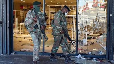 10 bodies found at looted S.African mall following stampede