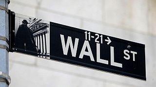 وول ستريت تفتح منخفضة بعد بيانات التضخم، وأرباح الشركات تكبح النزول